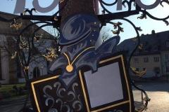 1.4-Wappen-am-Maibaum-auf-dem-marktplatz